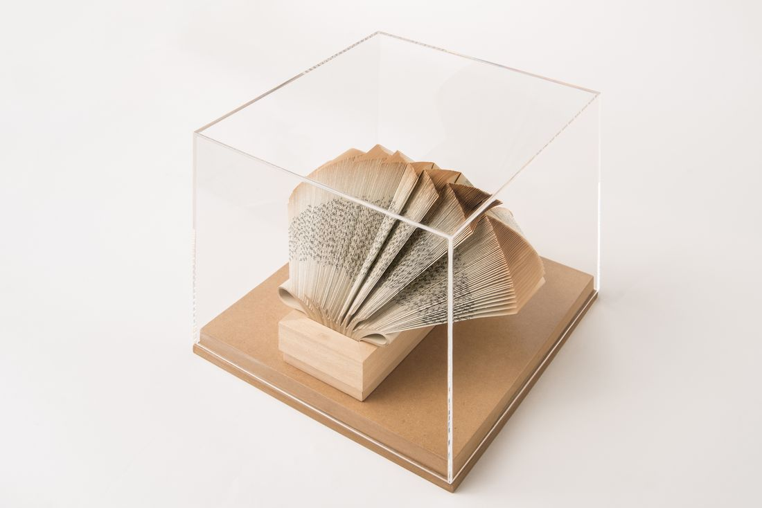 crizu_folded _paper_sculpture_design_hand_made_italy_theca_wig_newton_2