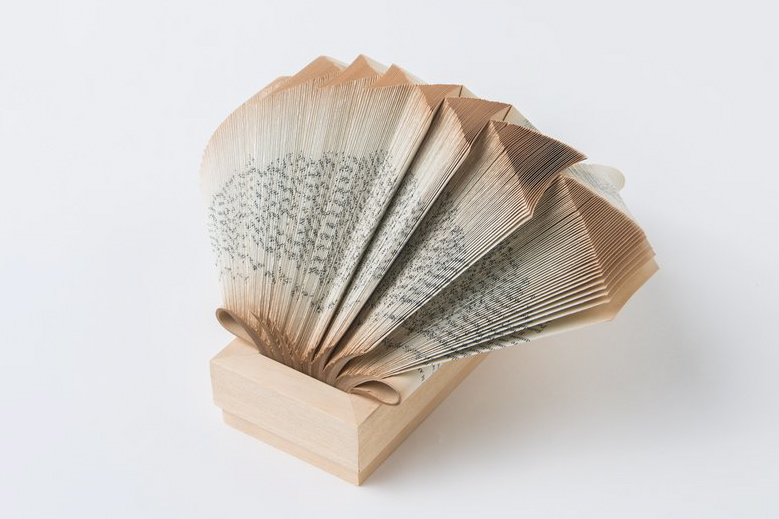 crizu_folded_books_paper_italy_design_sculpture_newton_wig_2h