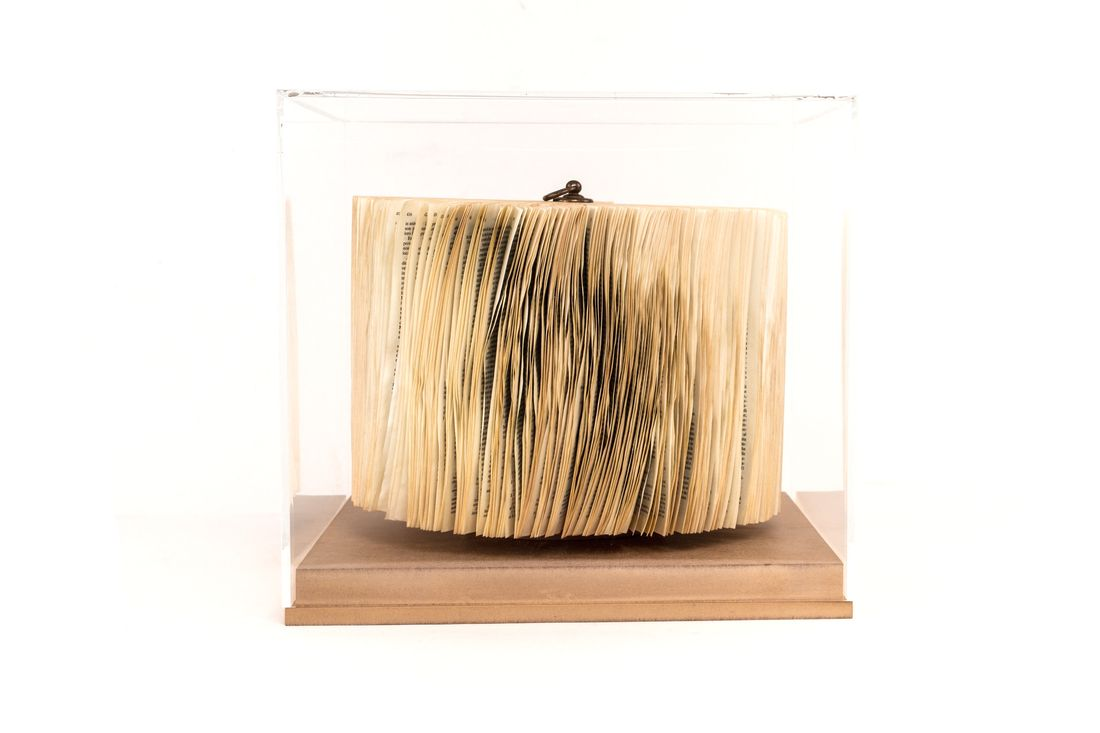 crizu_folded _paper_sculpture_design_hand_made_italy_theca_blown_colonna_4