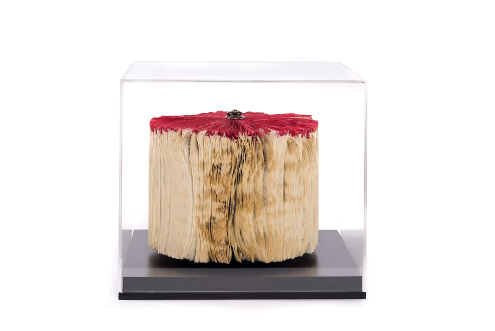 CRIZU_FOLDED_BOOKS_PAPER_SCULPTURE_DESIGN_HAND_MADE_ITALY_BLOWN_RED_BLACK